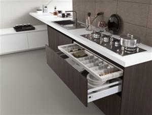 , Часы, посуда и многое другое в интерьере современной кухни