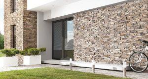 , Отделка фасада частного дома штукатуркой и камнем