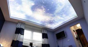 Натяжной потолок небо в спальне