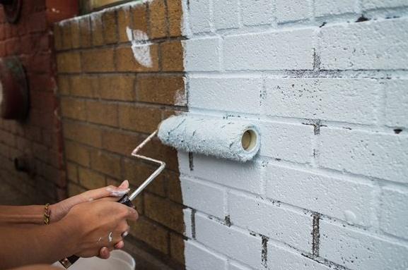, Как покрасить кирпичную стену в интерьере 🔖